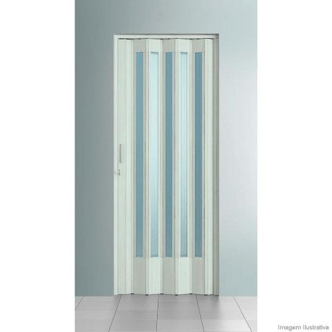 ffbcabdd92ba1 Os modelos de porta sanfonada feitos em PVC podem ser feitos sob medida  para se adequarem à estrutura da sua porta. A principal vantagem desse material  é ...